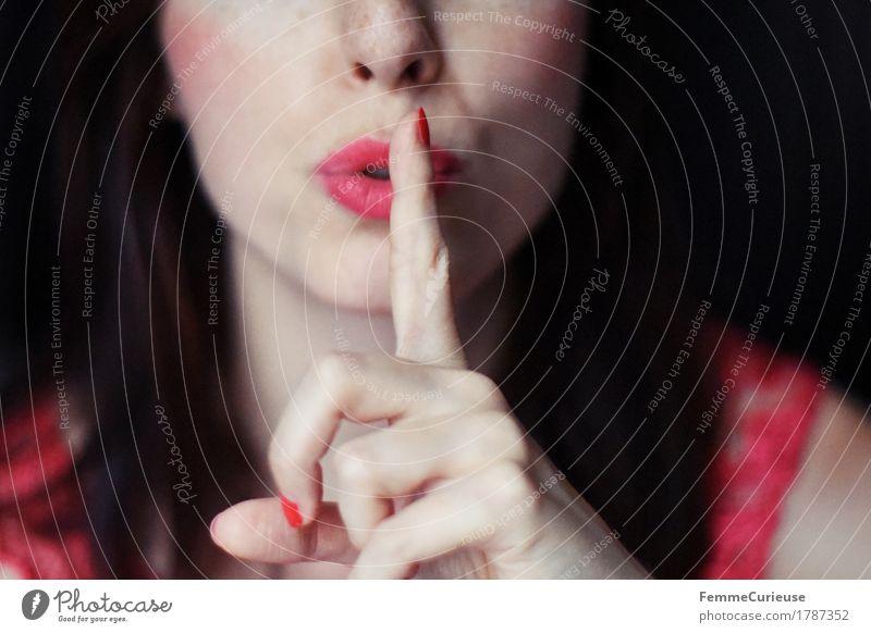 Pscht_1787352 Mensch Frau Jugendliche Junge Frau Erotik ruhig 18-30 Jahre Erwachsene feminin geheimnisvoll Lippen zeigen brünett reizvoll Sinnesorgane