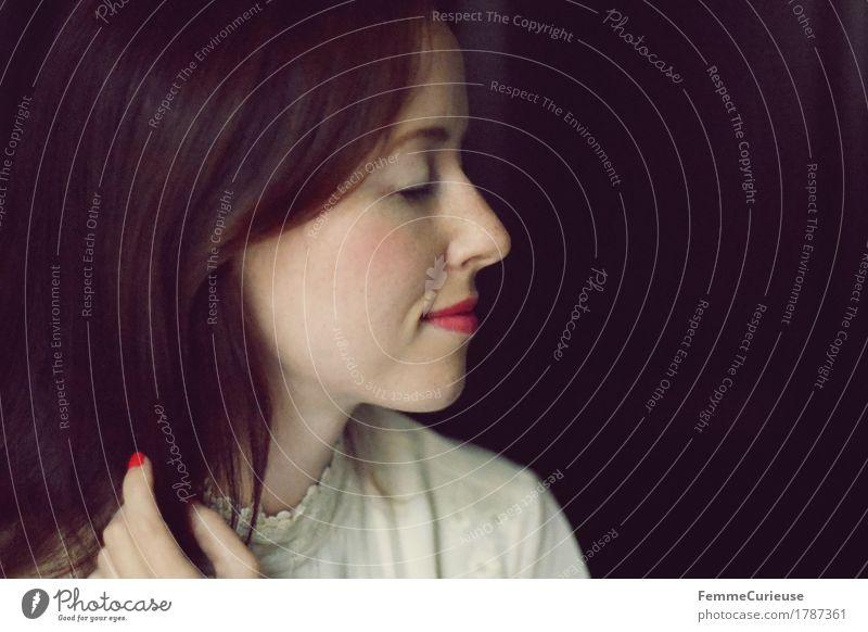 Zart_ 1787361 Mensch Frau Jugendliche schön Junge Frau rot ruhig 18-30 Jahre schwarz Erwachsene natürlich feminin Stil Mode Haare & Frisuren nachdenklich
