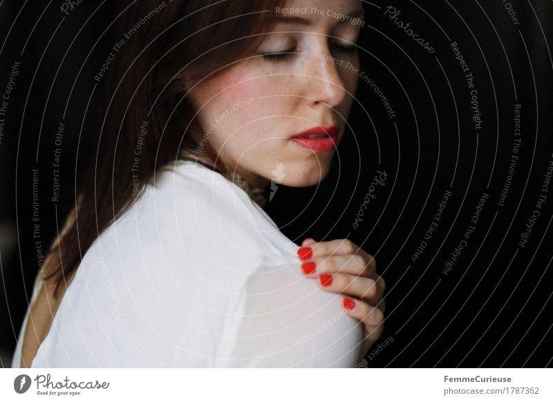 Sanft_1787362 Mensch Frau Jugendliche schön Junge Frau rot ruhig 18-30 Jahre schwarz Erwachsene feminin Stil Mode elegant Romantik Kleid
