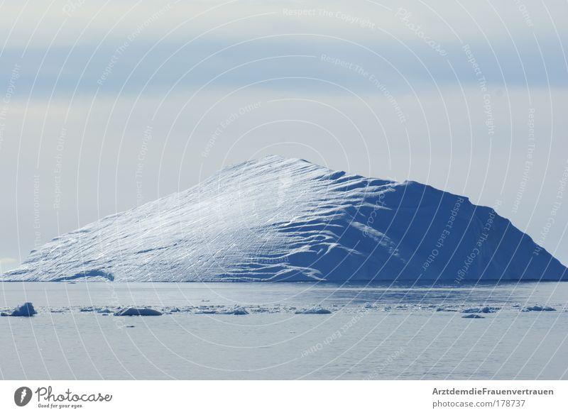 Kleiner Eisberg Natur schön Meer blau Sommer Einsamkeit kalt Eis Umwelt Frost Schönes Wetter Klimawandel
