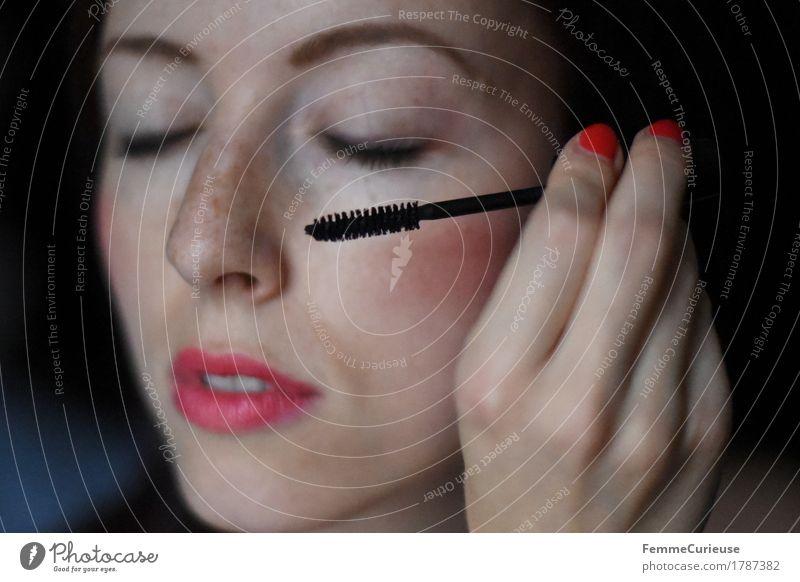 MakeUp_ 1787382 schön Körperpflege Kosmetik Schminke Lippenstift Nagellack Wimperntusche feminin Junge Frau Jugendliche Erwachsene Mensch 18-30 Jahre