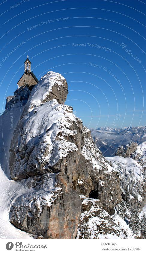 himmelblau Himmel alt blau weiß Winter Einsamkeit Ferne kalt Freiheit Berge u. Gebirge oben Architektur grau Religion & Glaube Zufriedenheit