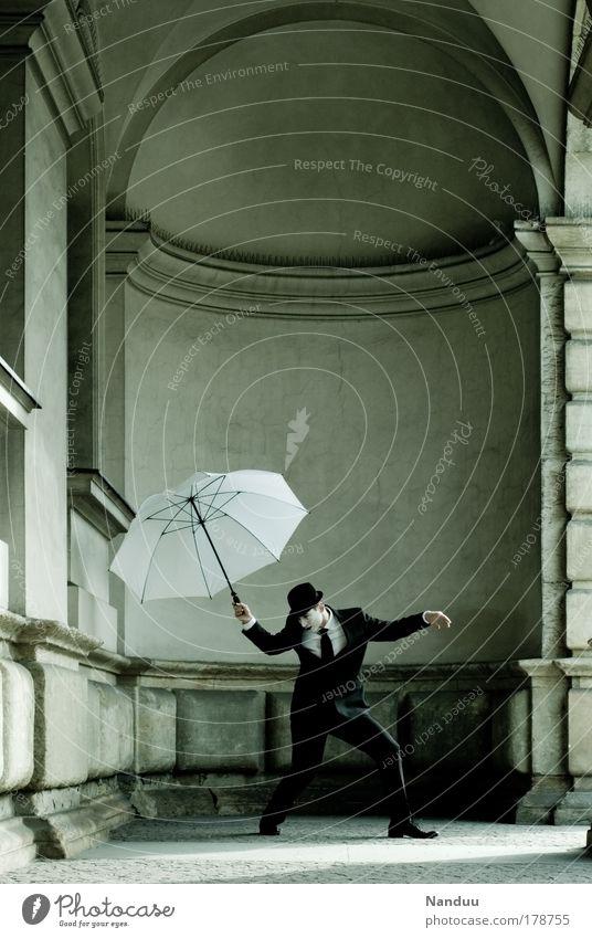 Gehorsam den Fäden Mensch Mann Erwachsene kalt Gefühle Gebäude träumen maskulin Hut Tänzer Anzug Schirm Puppe Künstler Schauspieler Abhängigkeit
