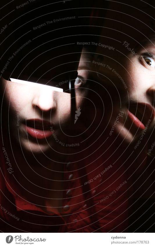 Geblendet Frau Mensch Jugendliche schön Gesicht Leben Bewegung Erwachsene Zeit elegant Energie ästhetisch Sicherheit Wandel & Veränderung bedrohlich einzigartig