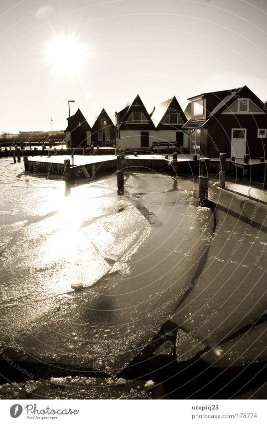 Nah am Wasser gebaut Einsamkeit Landschaft ruhig Winter Küste Schnee See Eis Schönes Wetter Urelemente Frost Bucht Ostsee Sehnsucht Hafen