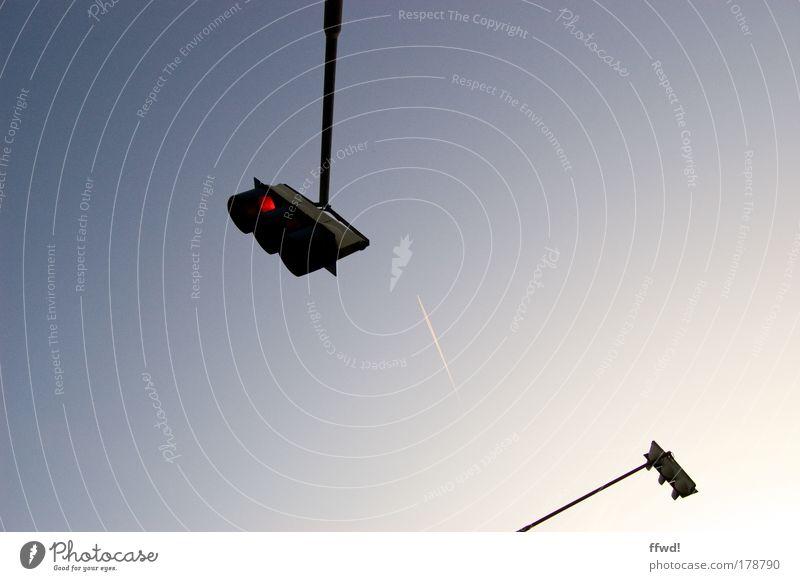 Portfolioerweiterung Himmel rot kalt Stil Wege & Pfade elegant warten Verkehr Sicherheit Güterverkehr & Logistik einfach stoppen Verkehrswege Wachsamkeit Autofahren Ampel
