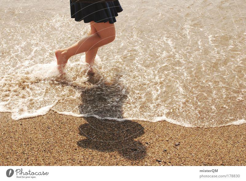 Barfuß. Frau Strand Ferien & Urlaub & Reisen Leben Erholung Gefühle Freiheit Fuß Sand Beine Wellen laufen nass ästhetisch Wasser