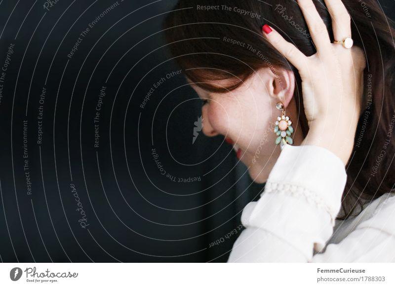 Zart_1788303 Mensch Frau Jugendliche schön Junge Frau 18-30 Jahre Erwachsene Gefühle feminin Stil Glück Mode Haare & Frisuren glänzend Zufriedenheit elegant