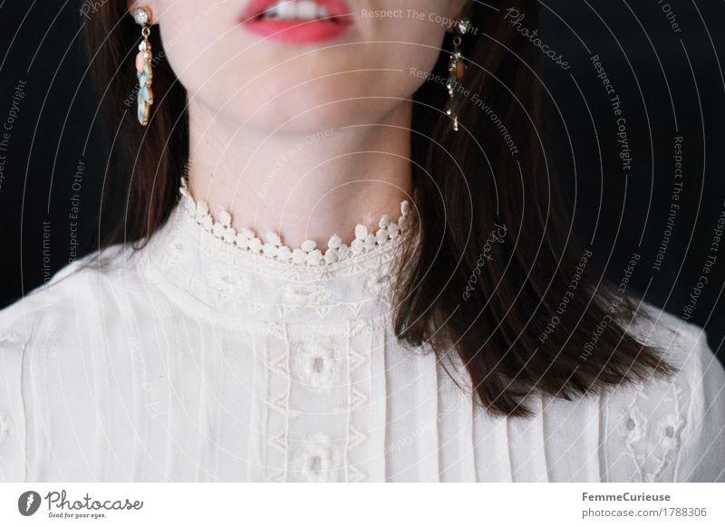 Zart_1788306 elegant Stil schön feminin Junge Frau Jugendliche Erwachsene Mensch 13-18 Jahre 18-30 Jahre 30-45 Jahre Braut Brautkleid Spitze Kragen