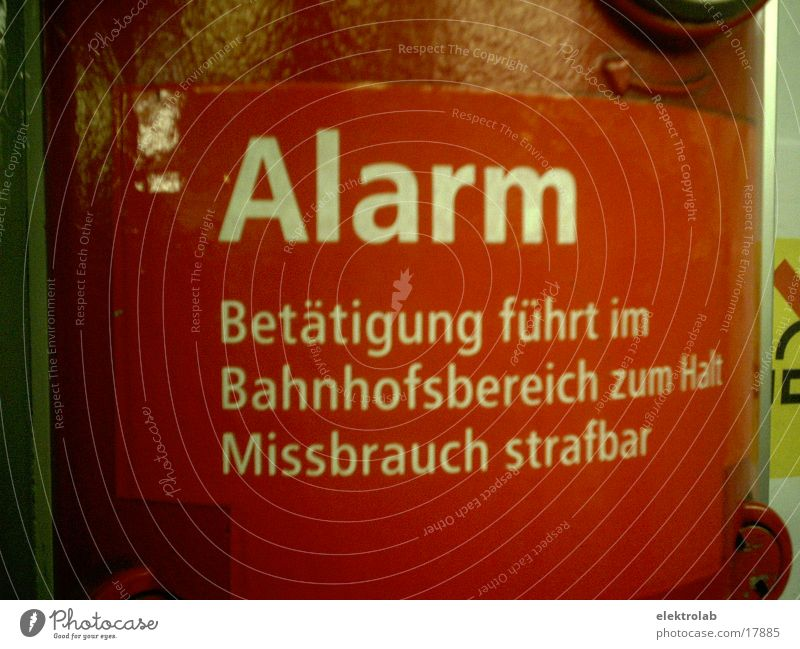 alarm U-Bahn rot Warnsignal Alarm Missbrauch Verkehr strafbar