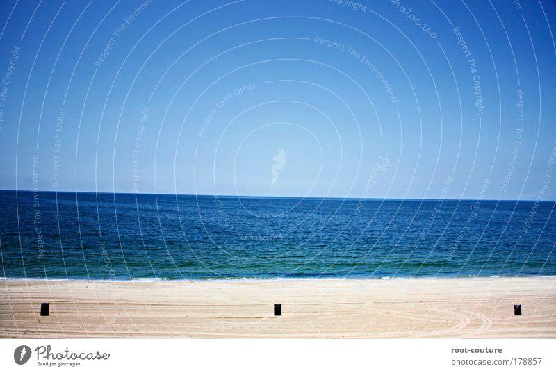 Mülltonne³ an direkter H²O-Anbindung Himmel Natur Ferien & Urlaub & Reisen blau schön Wasser Sommer Meer ruhig Freude Strand Küste Freiheit Glück Sand Kunst