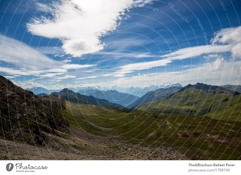 Berge Umwelt Natur Landschaft blau braun grau grün Berge u. Gebirge Wolken Außenaufnahme Stein Geröllfeld Wiese Bergkette Schweiz Alpen Farbfoto Menschenleer