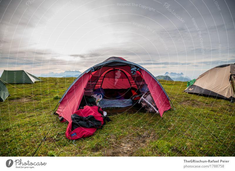 Zeltordnung Umwelt Natur Landschaft blau grau grün rot schlafen Schutz Wiese Gras Berge u. Gebirge Himmel Domizil Camping Strukturen & Formen spannen Farbfoto