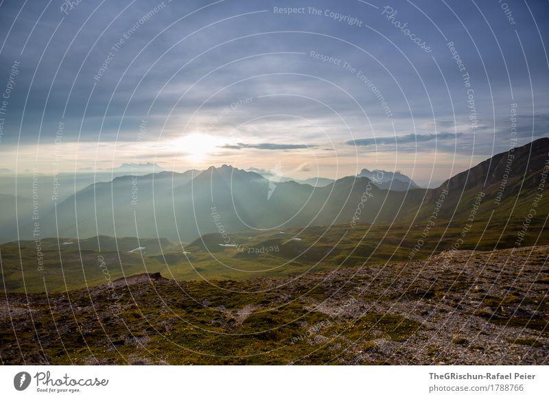 Bergstimmung Umwelt Natur Landschaft blau braun grau grün schwarz weiß Berge u. Gebirge Alpen Außenaufnahme Schweiz Wolken Stimmung Sonnenuntergang Lichtstrahl