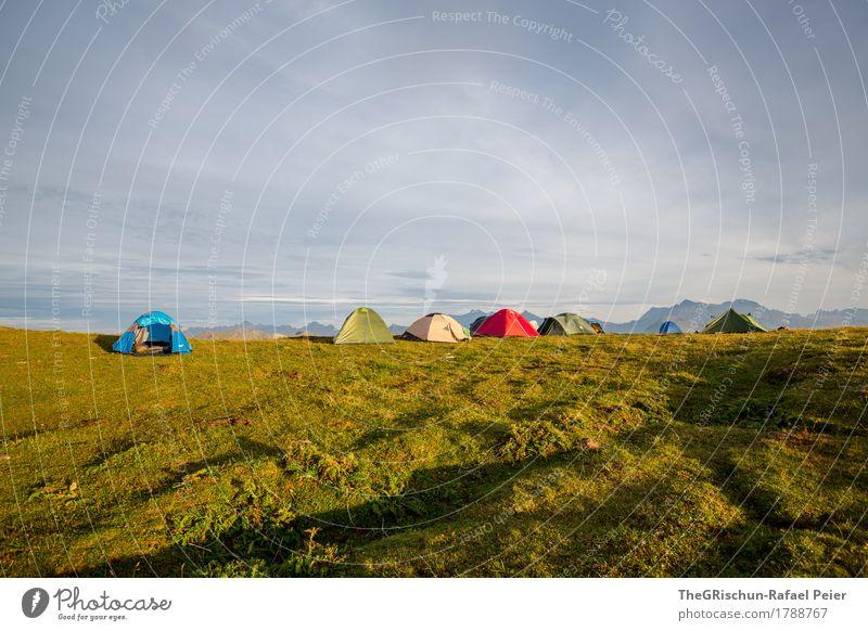 Caming Umwelt Natur Landschaft mehrfarbig grün rot schwarz weiß Außenaufnahme Stimmung Schatten Schattenspiel Berge u. Gebirge Camping Zelt Unterkunft Zeltlager