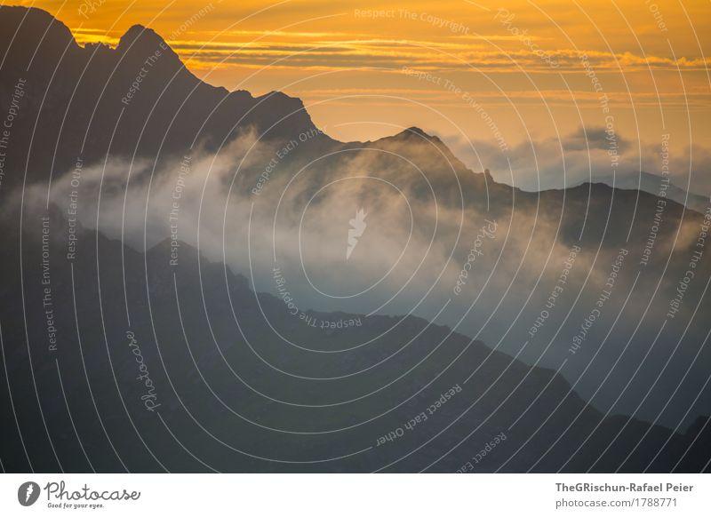 Berge Umwelt Natur Landschaft grau orange schwarz weiß Berge u. Gebirge Außenaufnahme Wolken Stimmung Romantik Gipfel Schweiz wanderland wandern Bergkamm