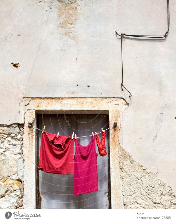 rot.rot.rot! Sommer Fenster Bekleidung Ordnung T-Shirt hängen Unterwäsche Altstadt