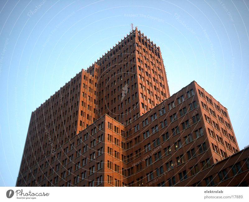 Kollhoff Gebäude Backstein rot Potsdamer Platz Architektur kollhoff blau Berlin