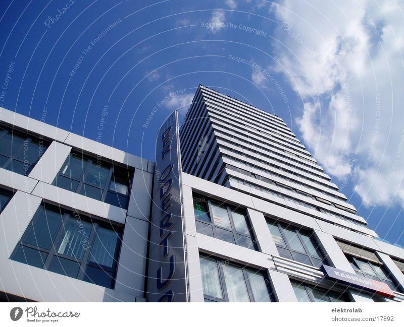 Oderturm Frankfurt am Main Kraft weiß Architektur Turm Powertower blau