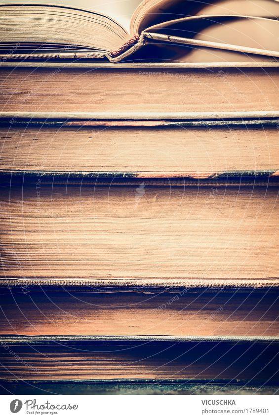 Alte Bücher Stapel Stil Design Freizeit & Hobby Bildung lernen Schüler Studium Prüfung & Examen retro gelb Information altehrwürdig Buch Nahaufnahme lesen