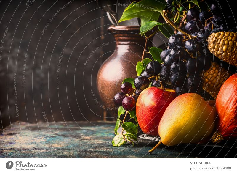 Früchte und Gemüse auf rustikalem Küchentisch, Stillleben Lebensmittel Frucht Ernährung Bioprodukte Vegetarische Ernährung Lifestyle Design Gesunde Ernährung
