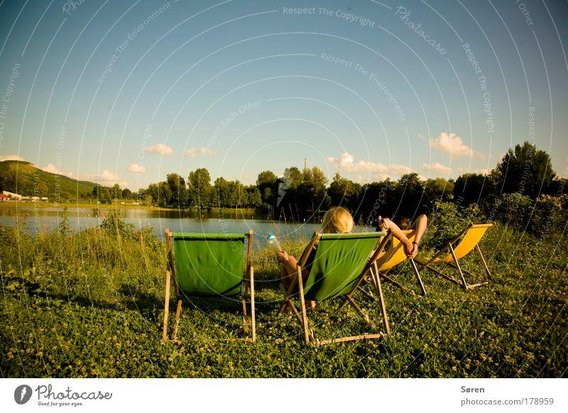 Chillout in Jena Farbfoto mehrfarbig Außenaufnahme Textfreiraum oben Tag Dämmerung Sonnenlicht Schwache Tiefenschärfe Weitwinkel Rückansicht Blick nach vorn