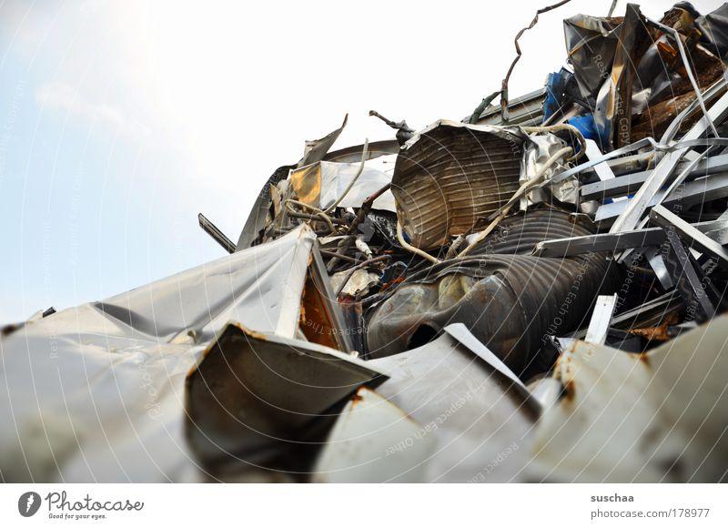 ausflug ins graue(n) Gedeckte Farben Außenaufnahme Textfreiraum oben Unschärfe Wirtschaft Industrie Umwelt Metall Gold Rost bedrohlich Endzeitstimmung