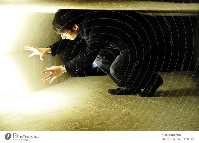 Ich hab sie ... geliebt wie das Licht .. Mensch Jugendliche Einsamkeit Ferne kalt Licht Wand Gefühle Traurigkeit Mauer hell Stimmung Religion & Glaube Erwachsene maskulin Zeit