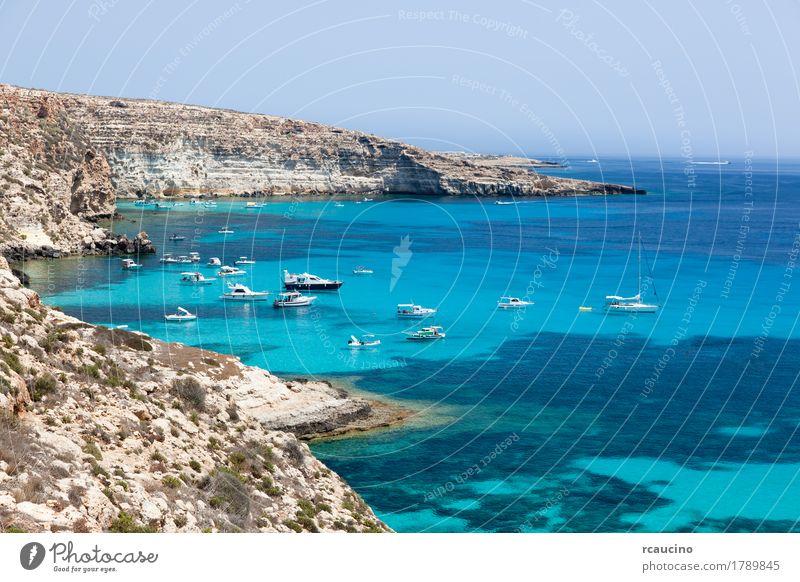 Verankerte Yachten, Lampedusa, Mittelmeer, Italien Erholung Ferien & Urlaub & Reisen Tourismus Sommer Sonne Meer Insel Natur Landschaft Küste Hafen Jacht