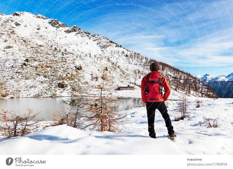 Mensch Himmel Natur Ferien & Urlaub & Reisen Mann weiß Baum Landschaft rot Erholung Einsamkeit Winter Berge u. Gebirge schwarz Erwachsene Sport