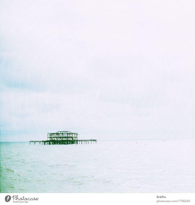 Vergessenes Wahrzeichen Himmel alt blau Sommer Stadt Wasser weiß Meer Landschaft Gebäude Freiheit Tourismus Wellen Ausflug Vergänglichkeit kaputt