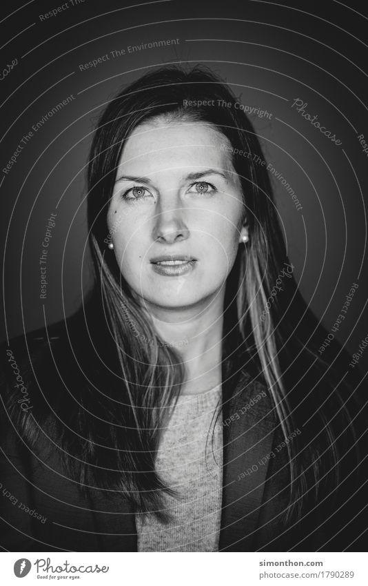 Portrait schön Gesicht feminin Stil Business Haare & Frisuren Stimmung träumen Zufriedenheit Perspektive planen Pause Ziel Netzwerk Wunsch Werbung