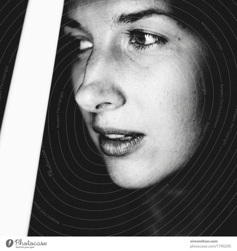 Portrait feminin Gesicht 1 Mensch ästhetisch authentisch einfach frisch schön einzigartig Langeweile träumen Traurigkeit Sorge Trauer Tod Liebeskummer Müdigkeit