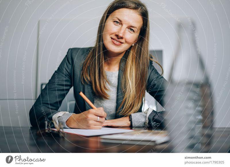 Business Mensch Freude feminin Glück Büro Erfolg Beginn lernen Studium Geld Bildung Erwachsenenbildung Student Beratung Karriere