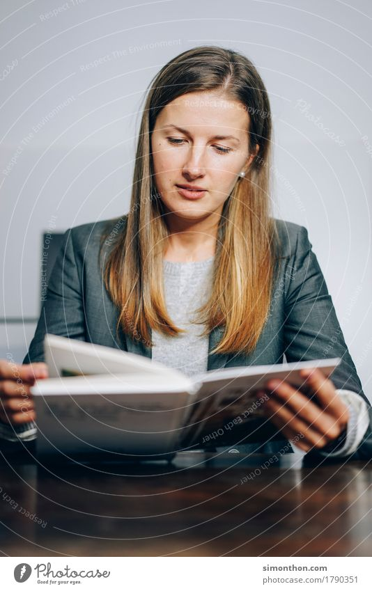 Lesen Freude feminin Business Arbeit & Erwerbstätigkeit Freizeit & Hobby Büro Erfolg lernen Studium Bildung Erwachsenenbildung Beruf Student Beratung Karriere