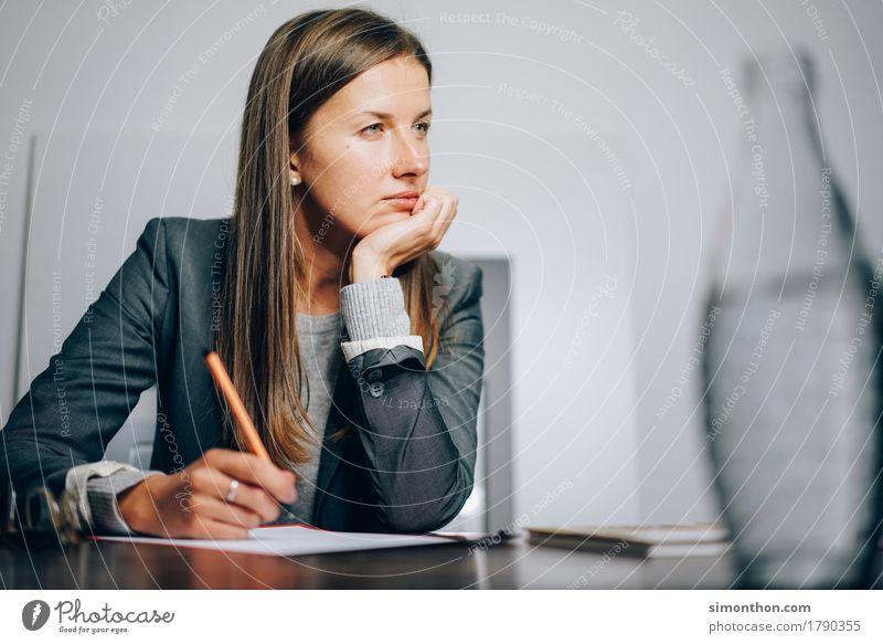 Office ruhig sprechen Business Denken Schule Arbeit & Erwerbstätigkeit träumen Ordnung sitzen Erfolg Perspektive warten lernen beobachten planen lesen