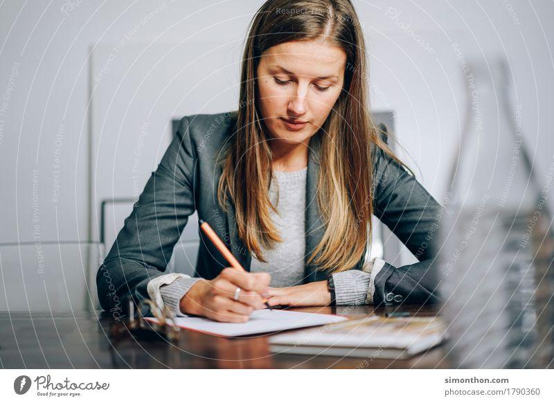 Business Mensch feminin Business Denken Arbeit & Erwerbstätigkeit sitzen Kommunizieren Erfolg Energie Idee lernen Bildung schreiben zeichnen Beratung Inspiration