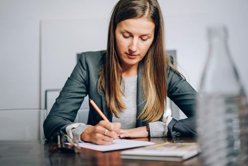 Business Mensch feminin Denken Arbeit & Erwerbstätigkeit sitzen Kommunizieren Erfolg Energie Idee lernen Bildung schreiben zeichnen Beratung Inspiration