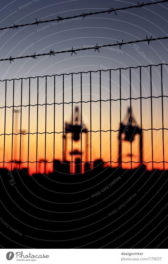 Weltoffenheit Farbfoto Textfreiraum unten Abend Dämmerung Licht Sonnenaufgang Sonnenuntergang Schwache Tiefenschärfe Arbeit & Erwerbstätigkeit Hafenarbeiter