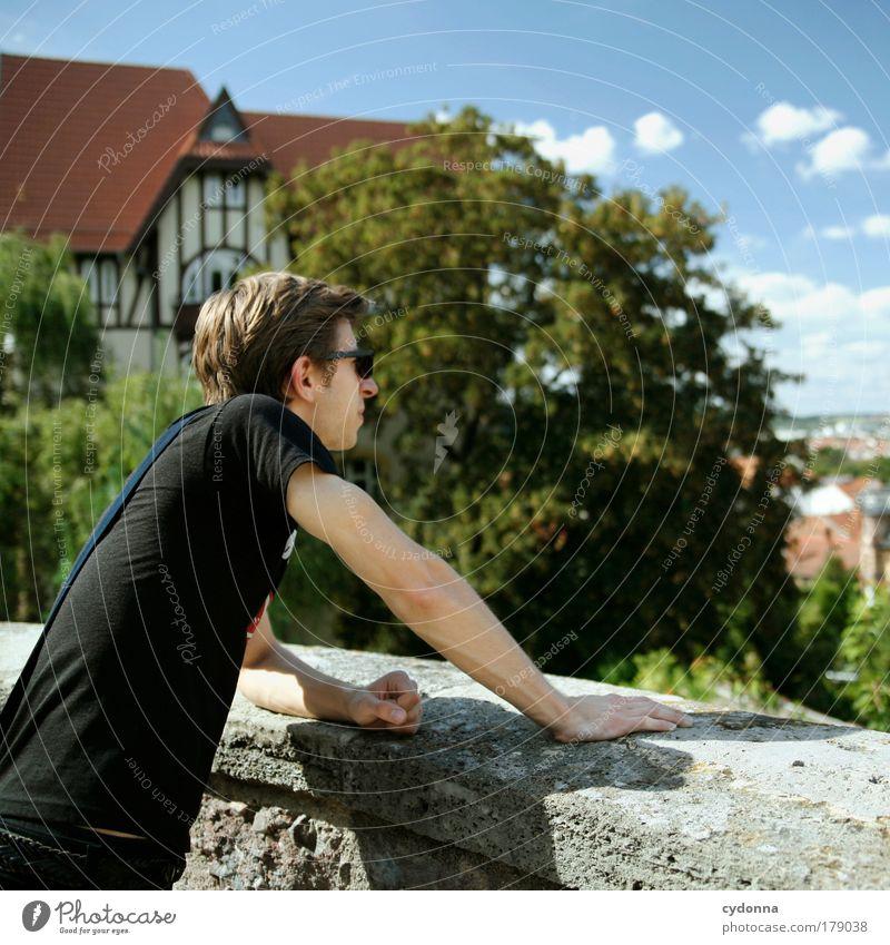 Blick über die Stadt Mensch Mann Jugendliche Sommer Ferien & Urlaub & Reisen Ferne Haus Erholung Leben Freiheit Bewegung Wege & Pfade träumen Traurigkeit