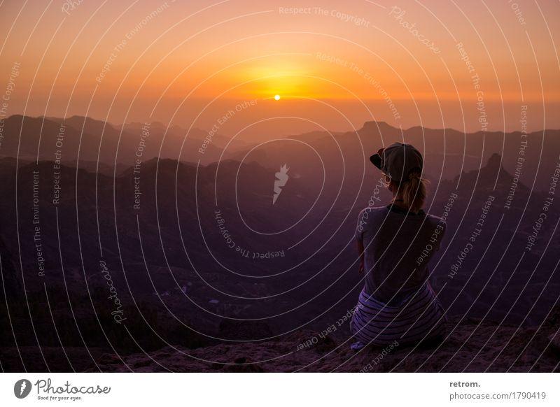 Sunset on the rocks Mensch Himmel Natur Ferien & Urlaub & Reisen Jugendliche Sommer Junge Frau Sonne Landschaft Erholung ruhig Ferne 18-30 Jahre