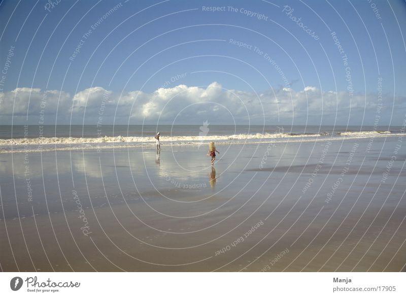 strand Strand Meer Wolken Reflexion & Spiegelung Mann Kind Brasilien Südamerika Mensch