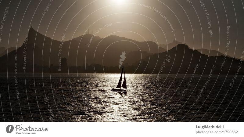 Segelboot von hinten beleuchtet in Rio de Janeiro Ferien & Urlaub & Reisen Tourismus Ausflug Kreuzfahrt Sommerurlaub Meer Natur Landschaft Nebel Küste Farbe
