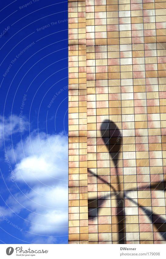 Die Großstadtpalme... schön Himmel Sonne Haus Wolken Ferne Lampe Gebäude Beleuchtung Architektur Hochhaus Fassade Sicherheit Netzwerk Bildung