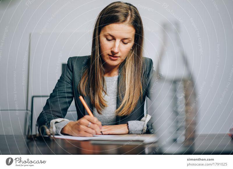 Business Mensch Lifestyle feminin Arbeit & Erwerbstätigkeit Büro Erfolg lernen Studium Team Bildung Erwachsenenbildung Beruf Student Wissenschaften Sitzung