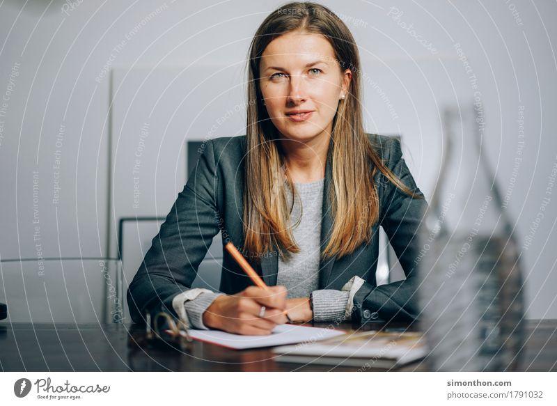 Business Mensch feminin Schule Häusliches Leben Ordnung Kreativität Perspektive Zukunft lernen planen Macht Sicherheit Ziel Risiko Stress