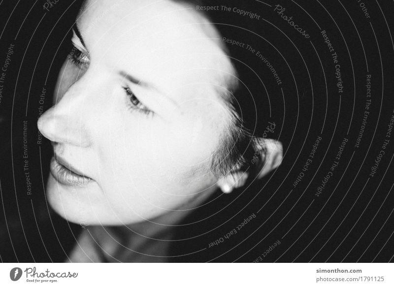 Portrait schön dunkel Wärme Traurigkeit natürlich feminin wild träumen trist ästhetisch authentisch einzigartig einfach weich Hoffnung Neugier