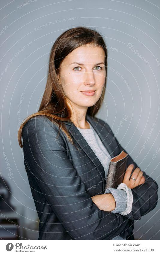 Business Mensch feminin Arbeit & Erwerbstätigkeit Büro Erfolg lernen Studium Bildung Erwachsenenbildung Beruf Student Sitzung Werbebranche Karriere Arbeitsplatz