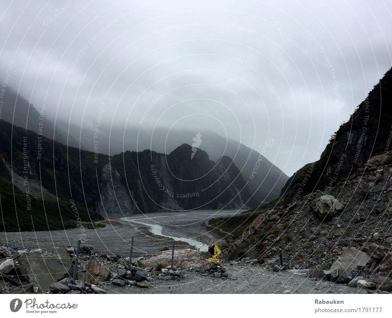 Road To Nowhere Natur Landschaft Wolken Ferne Winter Berge u. Gebirge kalt grau Stein Tourismus Erde dreckig wandern Ausflug trist gefährlich