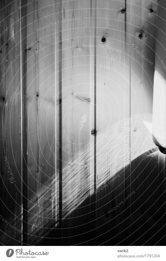 Leise Spur Mauer Wand Wandverkleidung Holzwand leuchten Ordnungsliebe Reinheit sparsam Vergänglichkeit Lichteinfall Maserung Rätsel unklar Lichtspiel